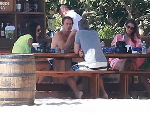 El famoso matrimonio fue captado en playas mexicanas