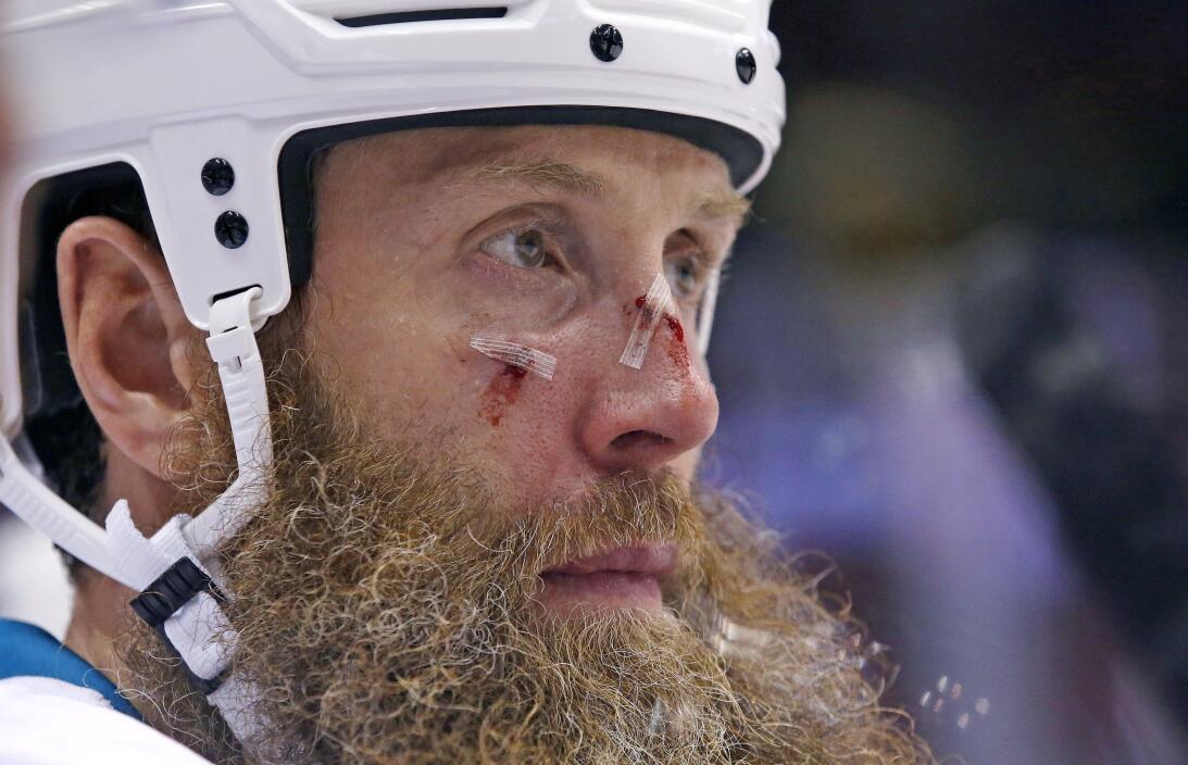 La agresividad como elemento natural del hockey sobre hielo AP_162821930...