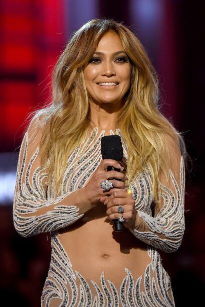 Jennifer Lopez brilló como una de las sensacionales presentadoras.