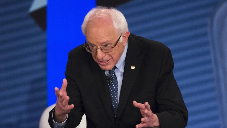 Sanders participa en el foro comunitario