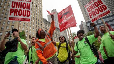 Sindicatos que representan a trabajadores federales le ganan una a Trump: jueza reduce el poder de despedirlos