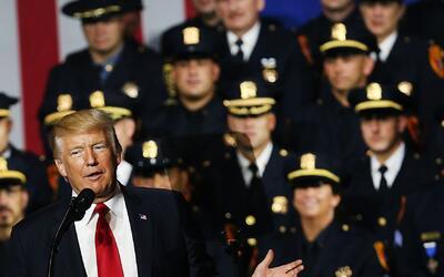 En Brentwood, Long Island, Trump les habló a los policías...