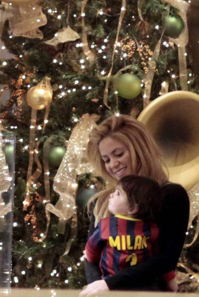 La cantante estuvo haciendo algunas compras en Barcelona, acompañ...