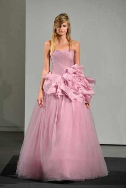 Tal vez, puedes llevar un vestido amplio de corte A, pero debes cuidar q...