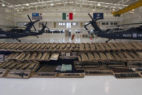 Entre las armas se encuentran 34 AK-47, 17 tipo FAL, 13 AR-15, cinco ame...