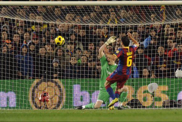 Xavi quedó habilitado ante Casillas y con enorme clase defnió por encima...