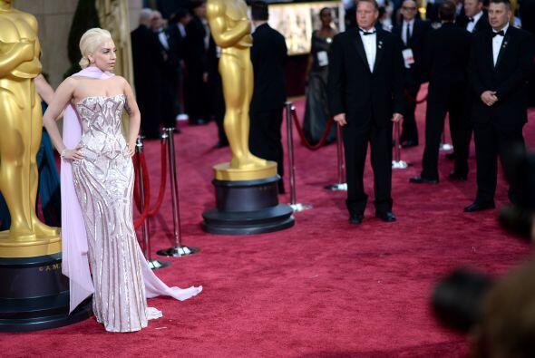 La cantante Lady Gaga usó dos trajes y llegó tarde, cuando todos estaban...