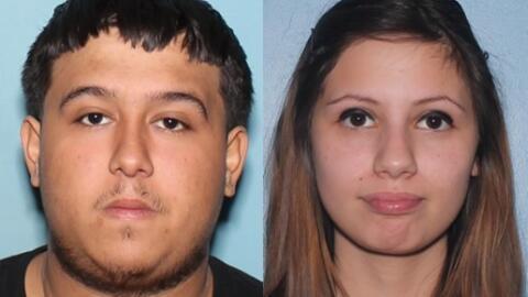 Arrestan a dos familiares de sospechoso descrito como armado y peligroso...