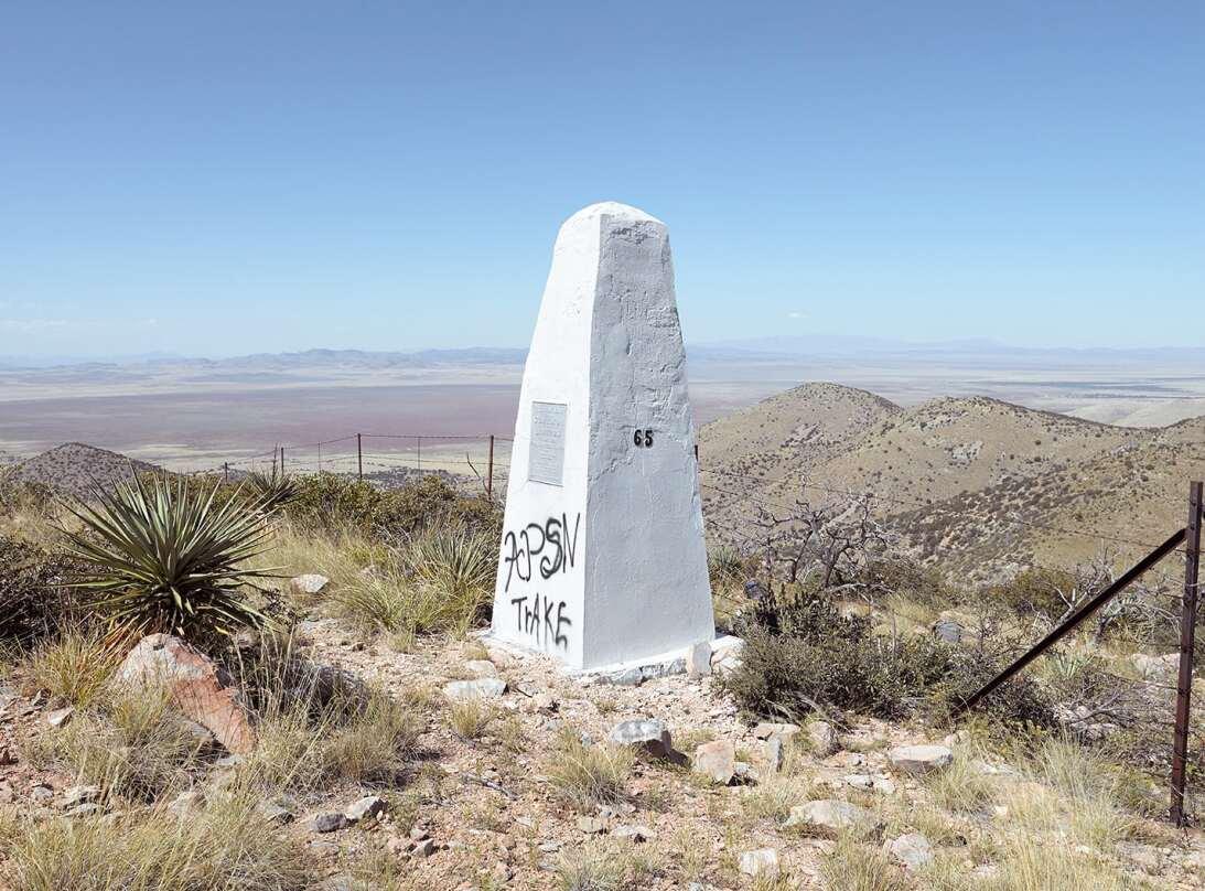 Monumento fronterizo número 65 | 23 de octubre de 2008 |Montañas de San...