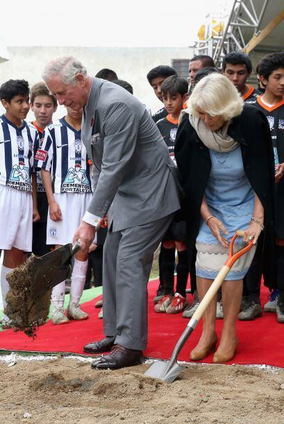Charles y Camilla no solo fueron a llenarse los ojitos de cosas bellas....