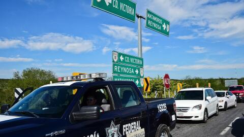 Un grupo de policías realiza un operativo cerca de Ciudad Victori...