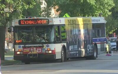 Paquete sospechoso lanzado contra un bus de la CTA generó pánico en Irvi...
