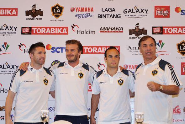 El equipo dio una conferencia de prensa para presentar la gira oriental.