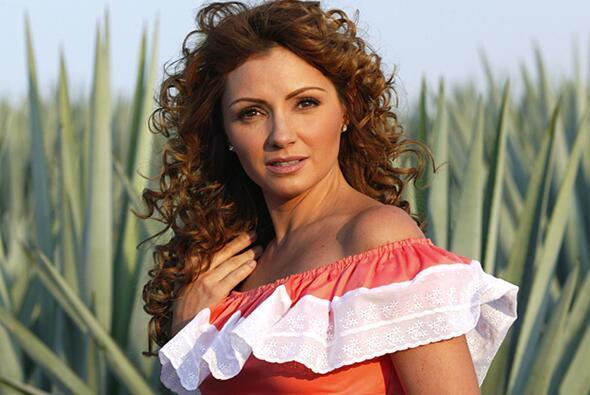 La novia de José Eduardo Derbez es súper fan de Victoria Ruffo ADYCA37.jpg