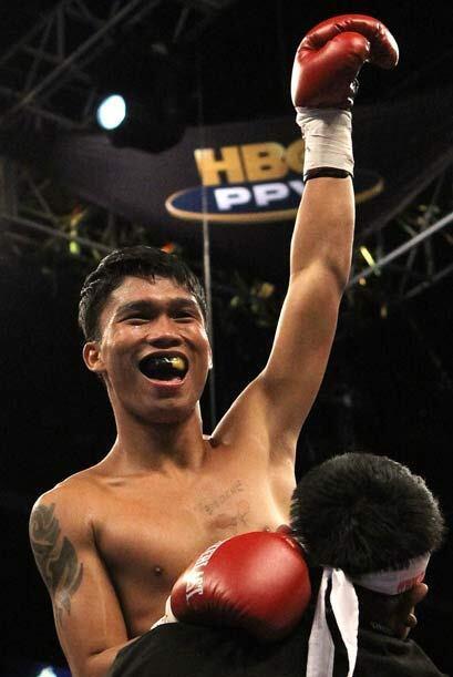 EN otra pelea, el filipino Eden Sonsona derrotó por KO al israel&...