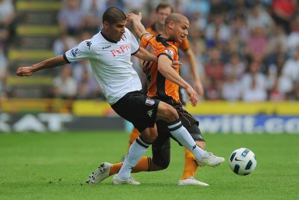El mexicano Carlos Salcido jugó los 90 minutos en el empate del Fulham e...