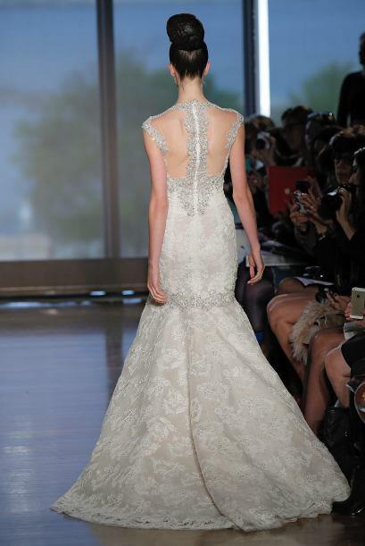 En cuanto al vestido más importante para una chica, las transparencias c...