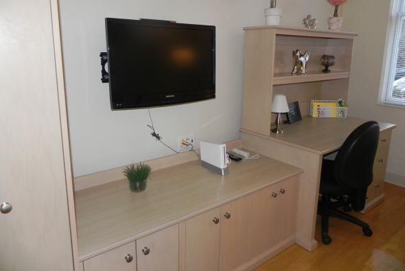 El área de entretenimiento está equipada con televisor, radio, equipo de...