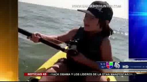 Captado en video: Niño pescó una mantarraya