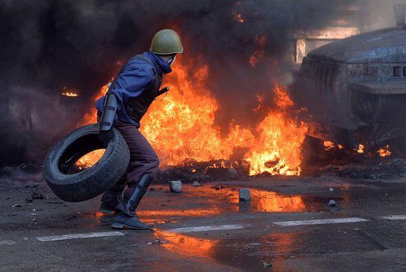 Los opositores alimentan el fuego con neumáticos y resisten el embate de...