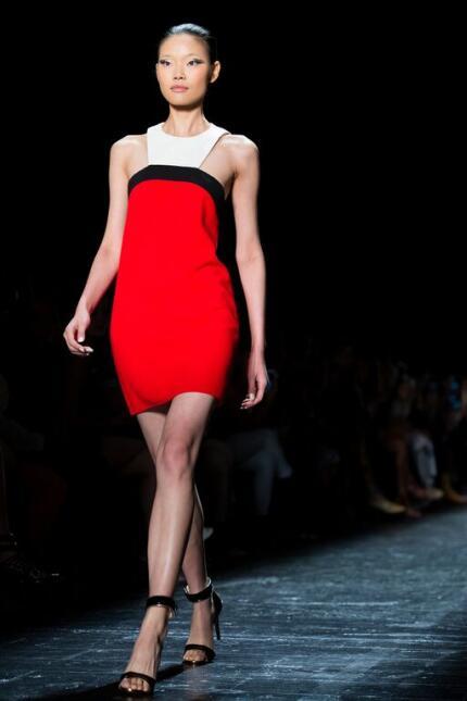 Una colección llena de glamour y appliqué es lo que vimos con Carmen Mar...