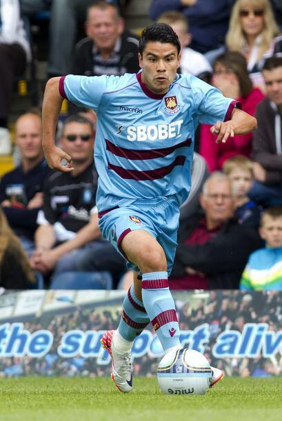 En la segunda temporada de su contrato el West Ham lo cedió al Zaragoza...