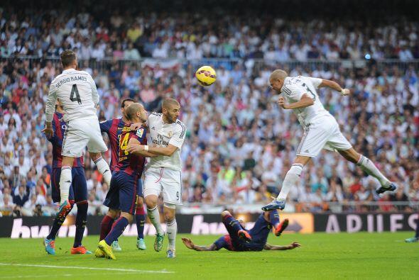 A los 5 minutos de la segunda parte Pepe anotó de cabeza.