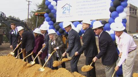 Comerciantes locales y empresas de construcción se unen para edificar un...