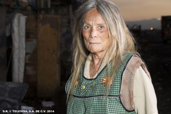 """""""Doña Rita"""" (Pilar Pellicer) es la mujer que obligó a """"Esmeralda"""" a vivi..."""
