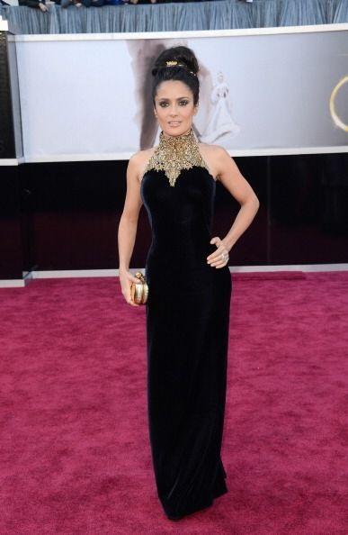 Salma Hayek ha lucido fabulosa con vestidos más largos. La tela no es im...