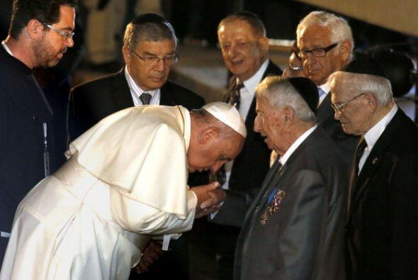 El Papa saludó a varios sobrevivientes del Holocausto.