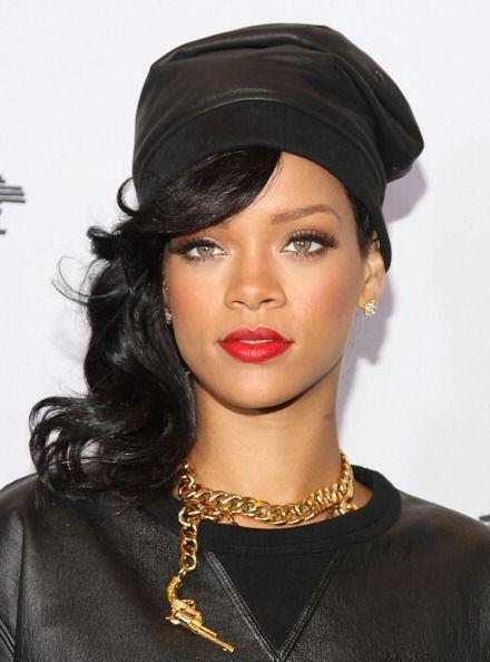 El color de la pasión también lo usa frecuentemente la cantante Rihanna....