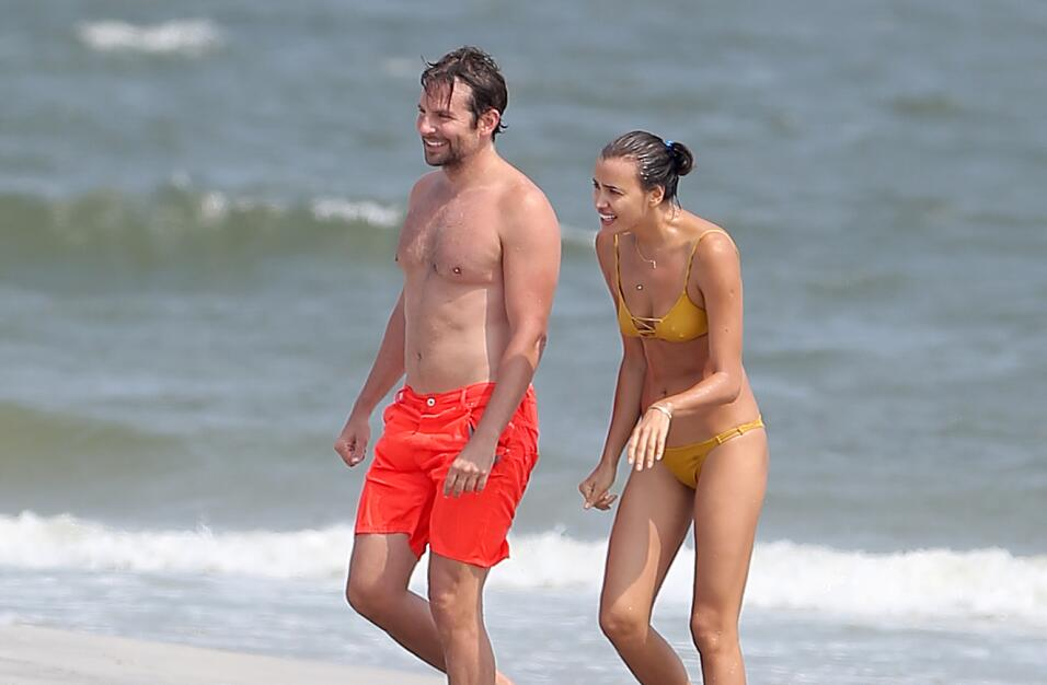 Irina Shayk ya conoce a la madre de Bradley Cooper TID_BCAISE150906_19.JPG