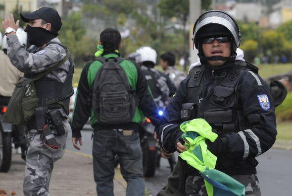El ex presidente de Ecuador, Lucio Gutiérrez, negó hoy estar detrás de l...