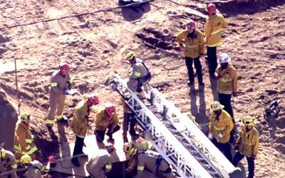 Un hombre cae a un hoyo y se monta un gran operativo para rescatarlo