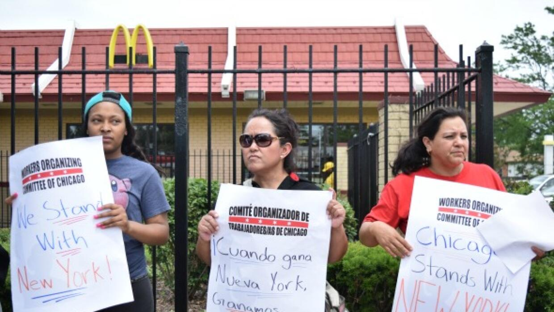 Dora Peña en protesta porque aumenten el salario mínimo