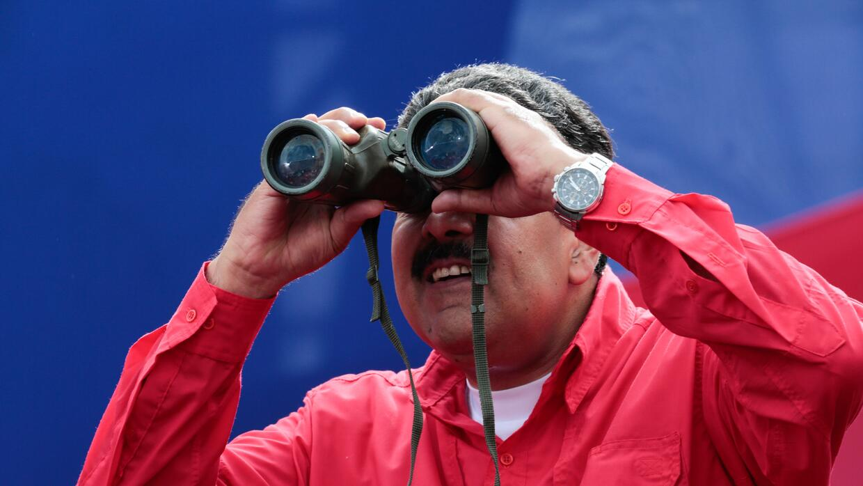 Mientras la oposición protestaba, Maduro bailaba y arengaba a sus seguid...