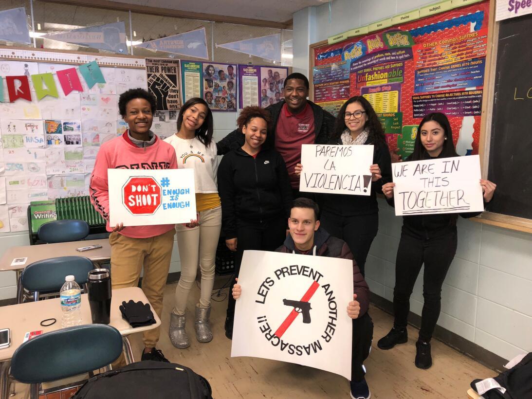 Chicago Illinois. Estudiantes de la secundaria Proviso con carteles de p...