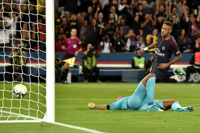 Con un doblete de Neymar, el PSG apabulló al Toulouse 636388624393632955...