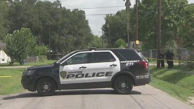 Un jardinero de origen hispano fue víctima de un violento asalto a mano armado en el Condado Harris