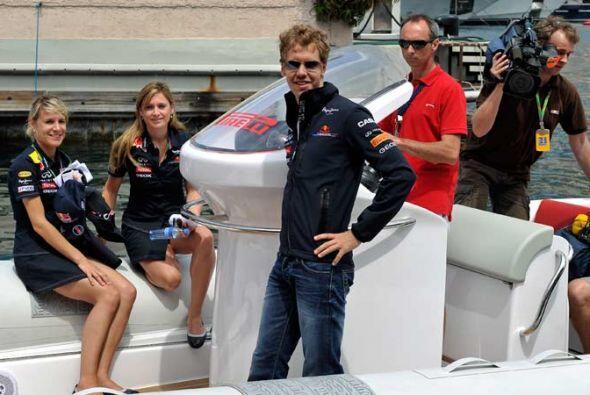 El campeón mundial Sebastian Vettel disfrutó de la fista de la Red Bull...