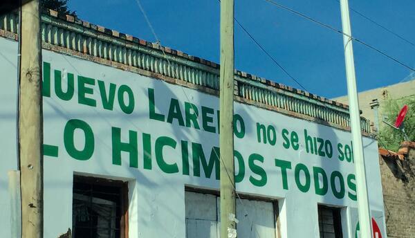 """""""Nuevo Laredo no se hizo solo, lo hicimos todos"""", dice este mural del PR..."""