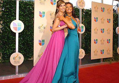 Giselle y Bárbara se dieron gusto posando ante los camarógrafos.