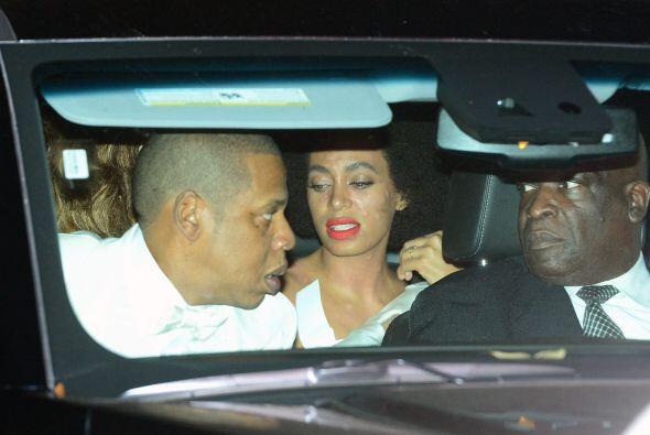 Estas imágenes fueron tomadas cuando Solange, Jay Z y Beyoncé salieron d...
