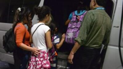 Unos 200,000 inmigrantes indocumentados entran al año a México, especial...