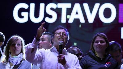 """Gustavo Petro, el exguerrillero que aspira a la presidencia de Colombia para liderar un nuevo """"eje progresista"""" en América"""