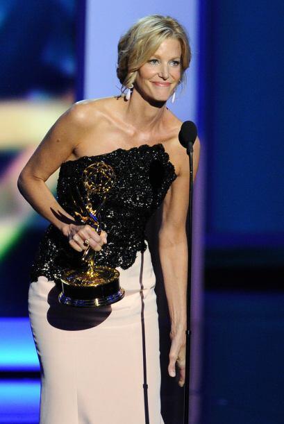 """Anna Gunn de """"Breaking Bad"""" se llevó su primer Emmy como Mejor actriz de..."""