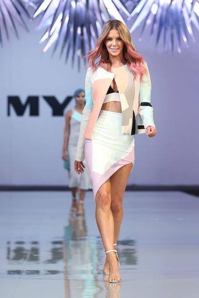 No cabe duda que Jennifer Hawkins tiene mucho sentido de la moda.