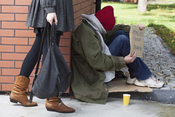 A diario vemos decenas de personas en la calle pidiendo una moneda o alg...