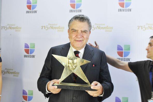 El conductor de Sábado Gigante recibió el cariño del público mexicano.